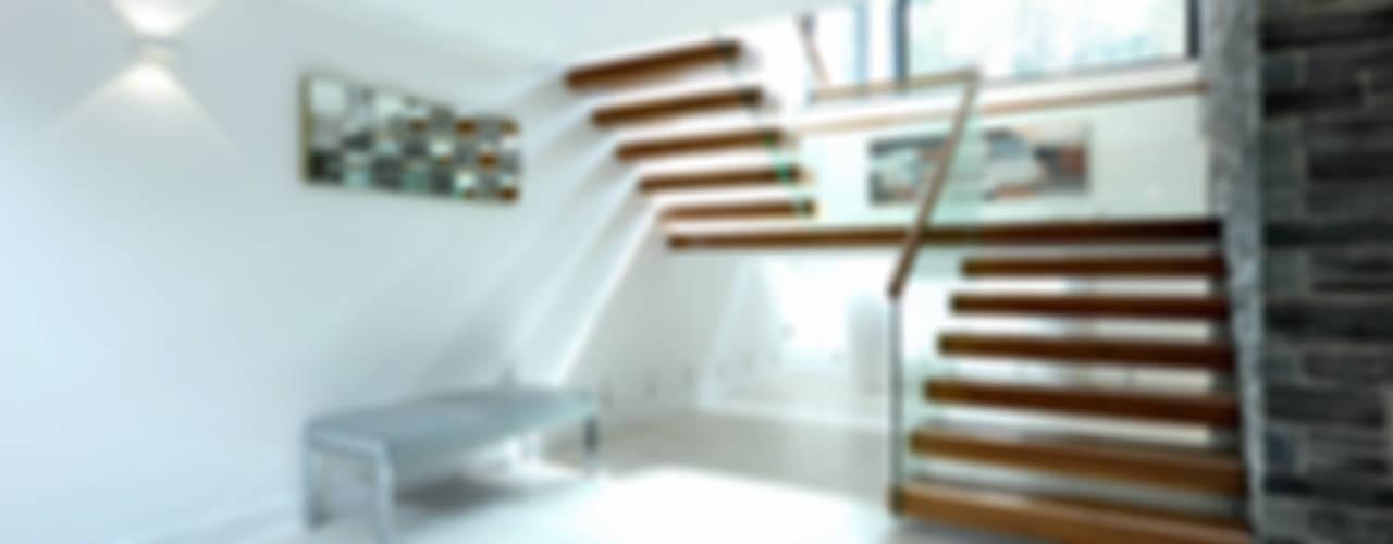 Redwoods, Wimborne, Dorset モダンスタイルの 玄関&廊下&階段 の Jigsaw Interior Architecture モダン
