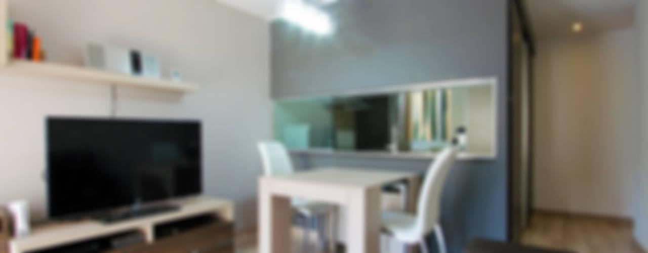 Una nueva vivienda en el piso de toda la vida... en Barri Porta, Barcelona. Salones de estilo minimalista de XTe Interiorismo Minimalista