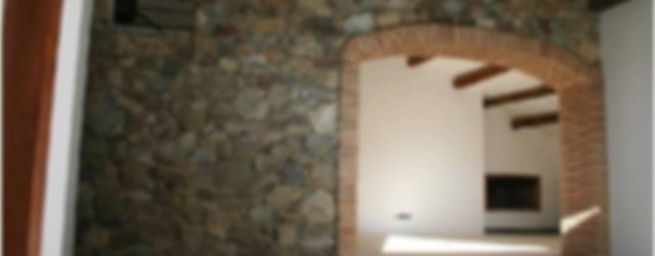 Masía Can Canals en Gualba Salones de estilo rural de Olga Relaño Redondo Rural
