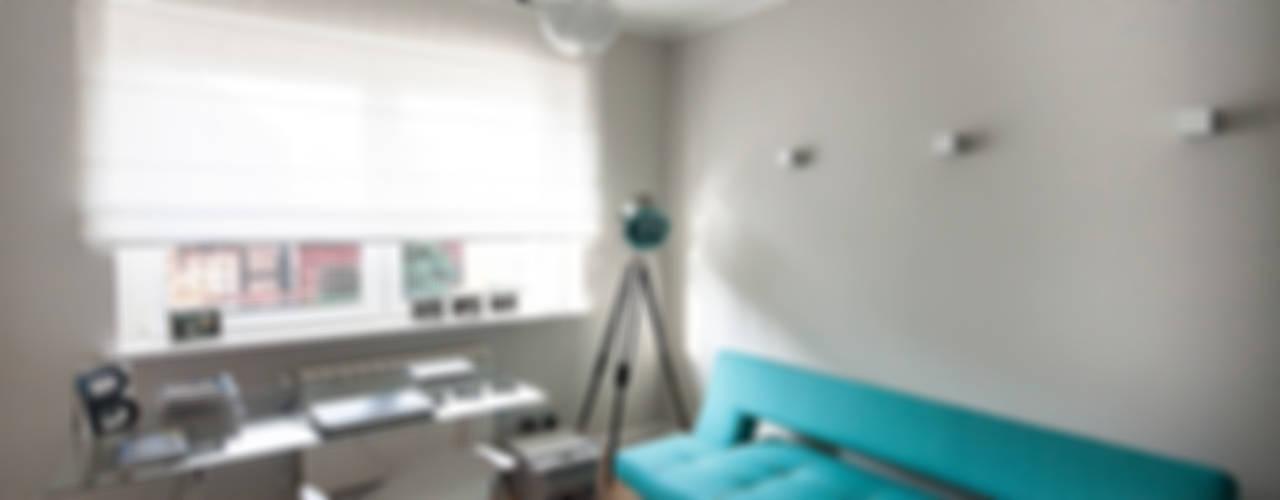 dół domu w nowoczesnym stylu Nowoczesne domowe biuro i gabinet od Inspiration Studio Nowoczesny
