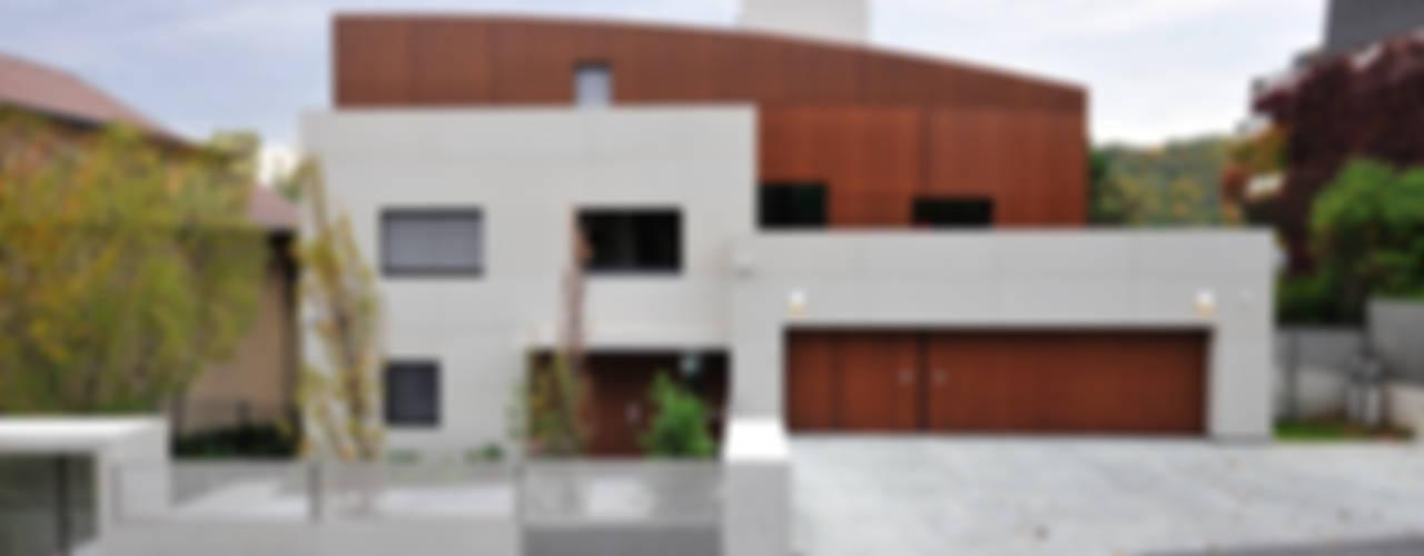 Modern houses by zone architekten Modern