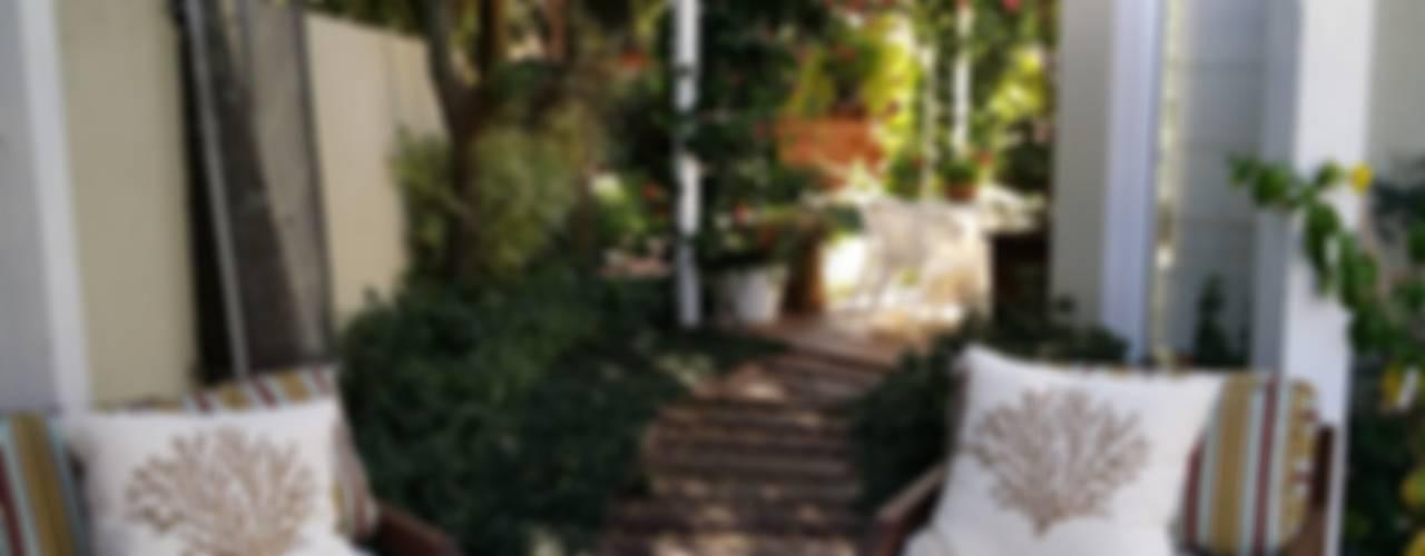 Jardines de estilo  por Kali Arquitetura