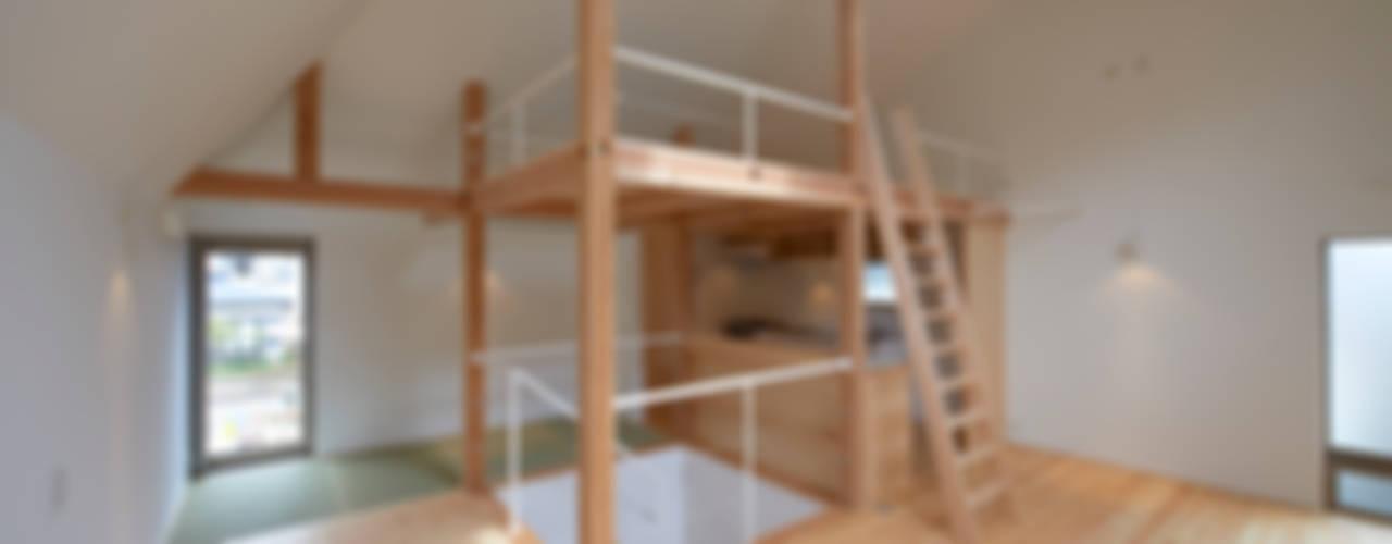 松庵の家: (有)菰田建築設計事務所が手掛けた廊下 & 玄関です。,モダン