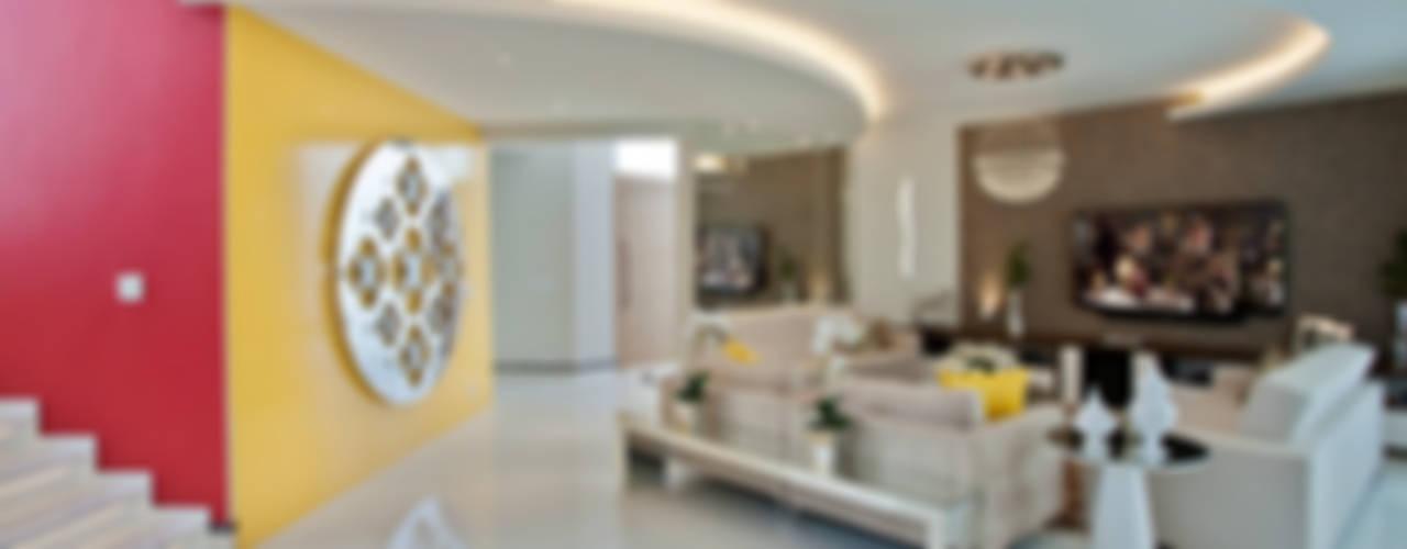 Casa Swiss Park Campinas II Salas de estar modernas por Designer de Interiores e Paisagista Iara Kílaris Moderno
