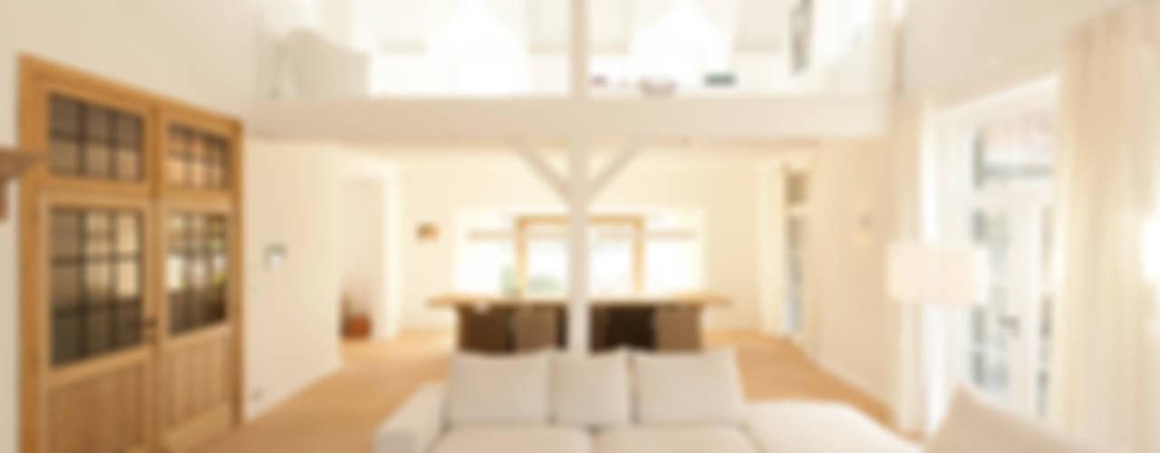Salas de estar modernas por FilipTackdesignoffice Moderno