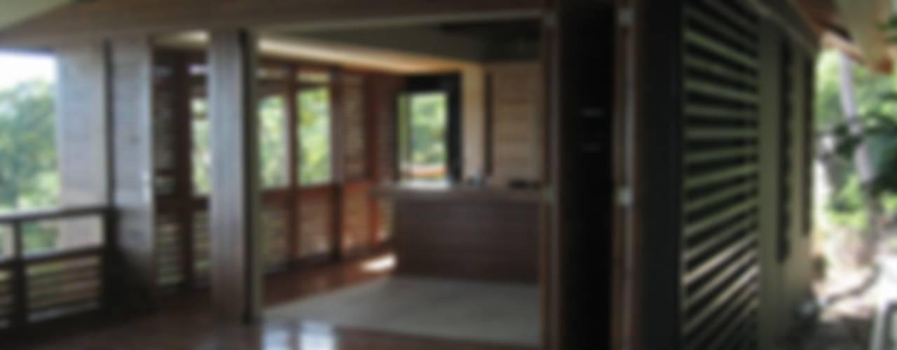 GANNE House - Mayotte island Salon tropical par STUDY CASE sas d'Architecture Tropical
