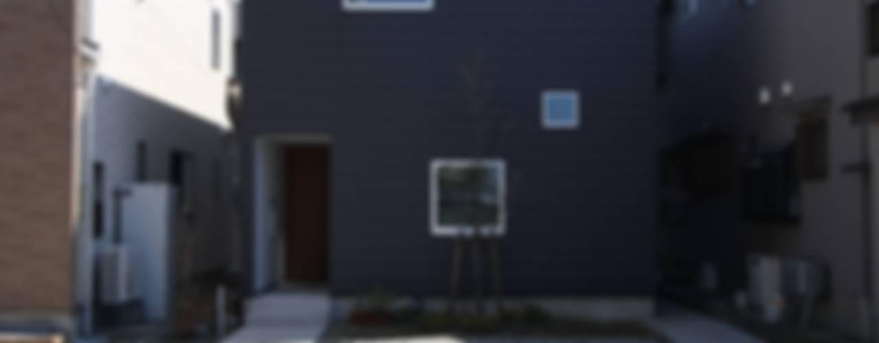Casas estilo moderno: ideas, arquitectura e imágenes de 福田康紀建築計画 Moderno