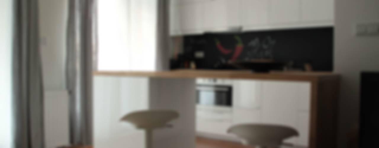 Kawalerka 29 m2 Kraków Minimalistyczna kuchnia od AW INTERIOR DESIGN Minimalistyczny