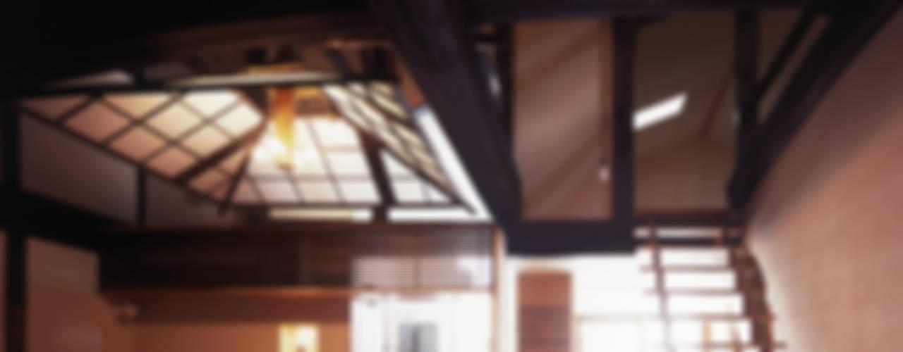 Comedores eclécticos de 岩本賀伴建築設計事務所 Ecléctico