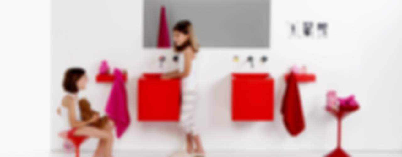 Lavabos, duchas, accesorios y muebles para el baño flexibles y coloridos. de Boing Original Moderno