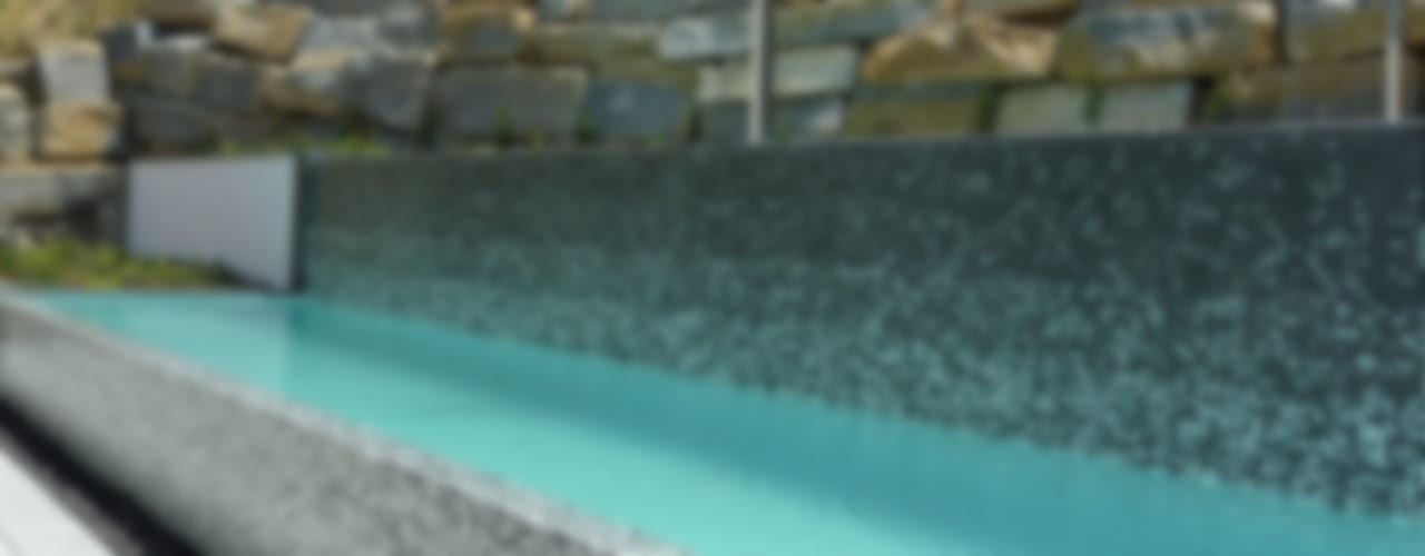 Proyectos de piscinas Piscinas de estilo moderno de CONILLAS - exteriors Moderno