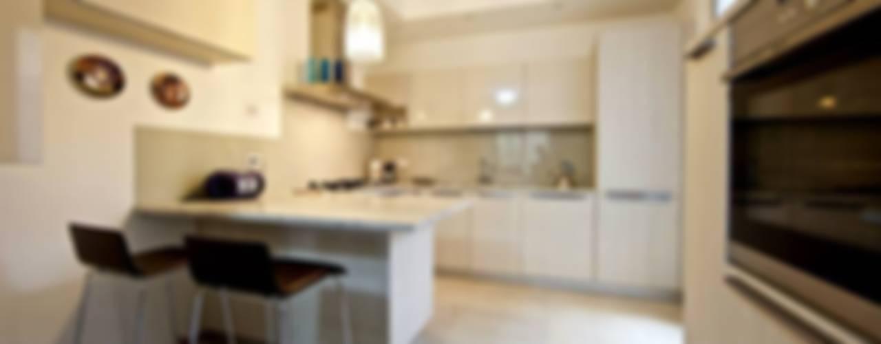 La casa di Fiorella Cucina moderna di Modularis Progettazione e Arredo Moderno