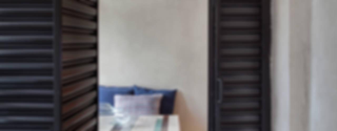 Janelas e portas industriais por Studio ro+ca Industrial