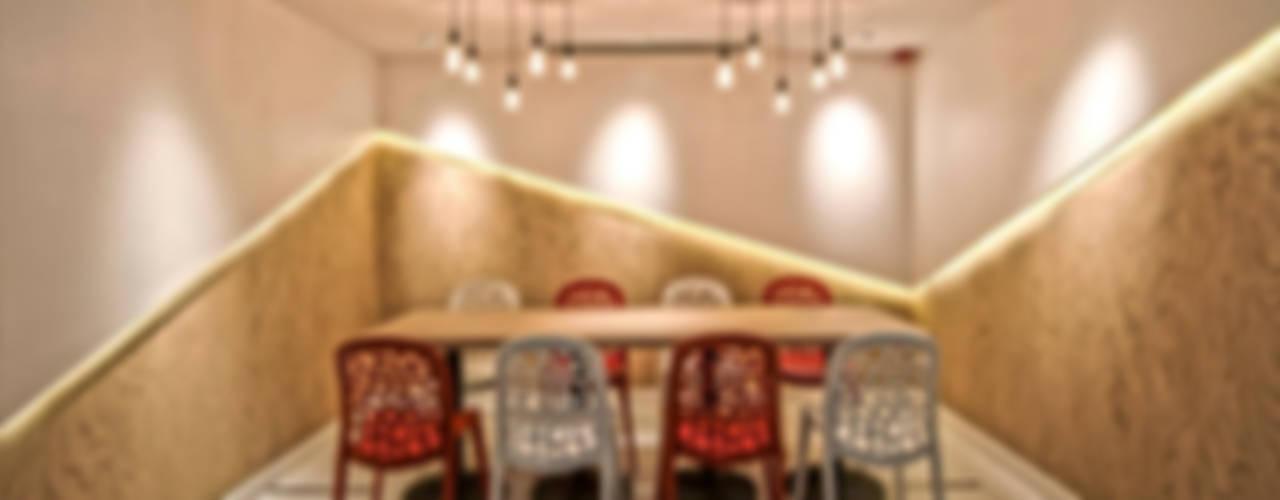 PLOTCREATIVE Interior Design Ltd Spazi commerciali moderni