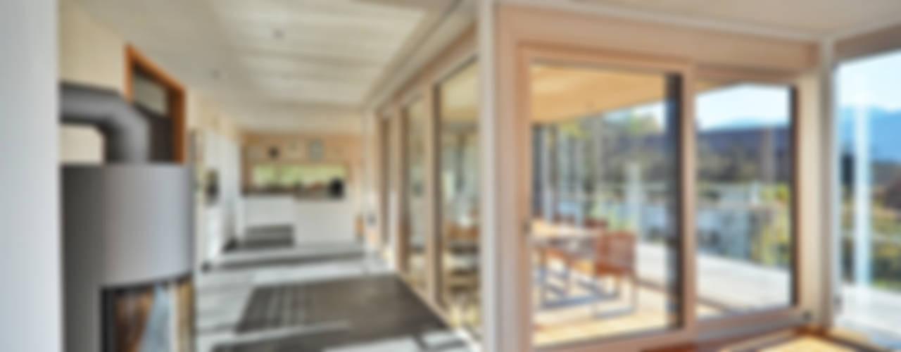 Wohnhaus in Marquartstein Moderne Wohnzimmer von Architekturbüro Schaub Modern