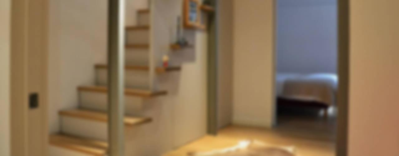 Maison en duplex Paris 15e / 70 m² Couloir, entrée, escaliers modernes par A comme Archi Moderne