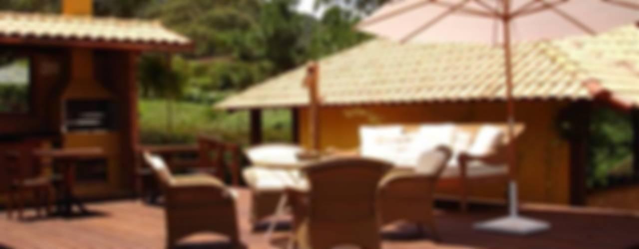Balcones y terrazas rústicos de Cadore Arquitetura Rústico