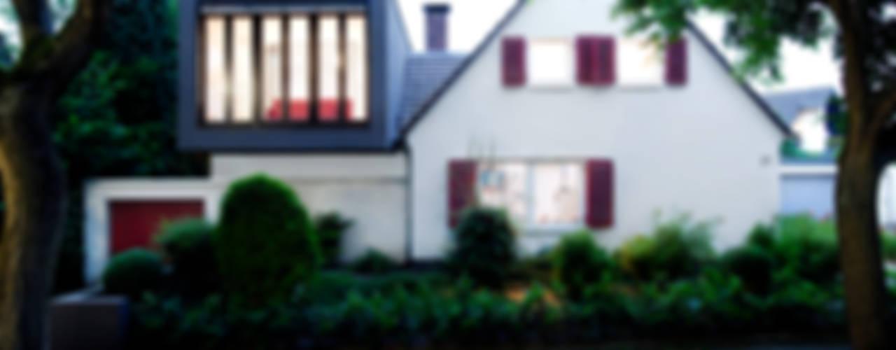 Erweiterung eines Einfamilienhauses in Ratingen Moderne Häuser von Oliver Keuper Architekt BDA Modern