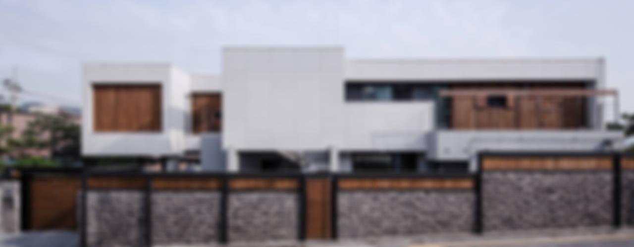 평창동주택: 유오에스건축사사무소(주)의  주택