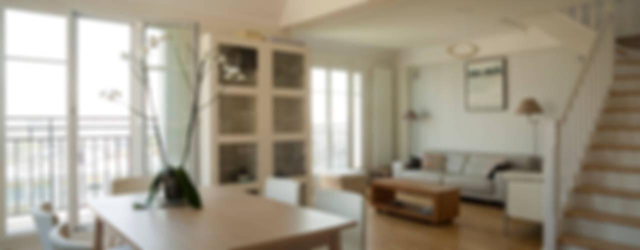 Un Duplex revisité -Neuilly: Salle à manger de style  par ATELIER FB
