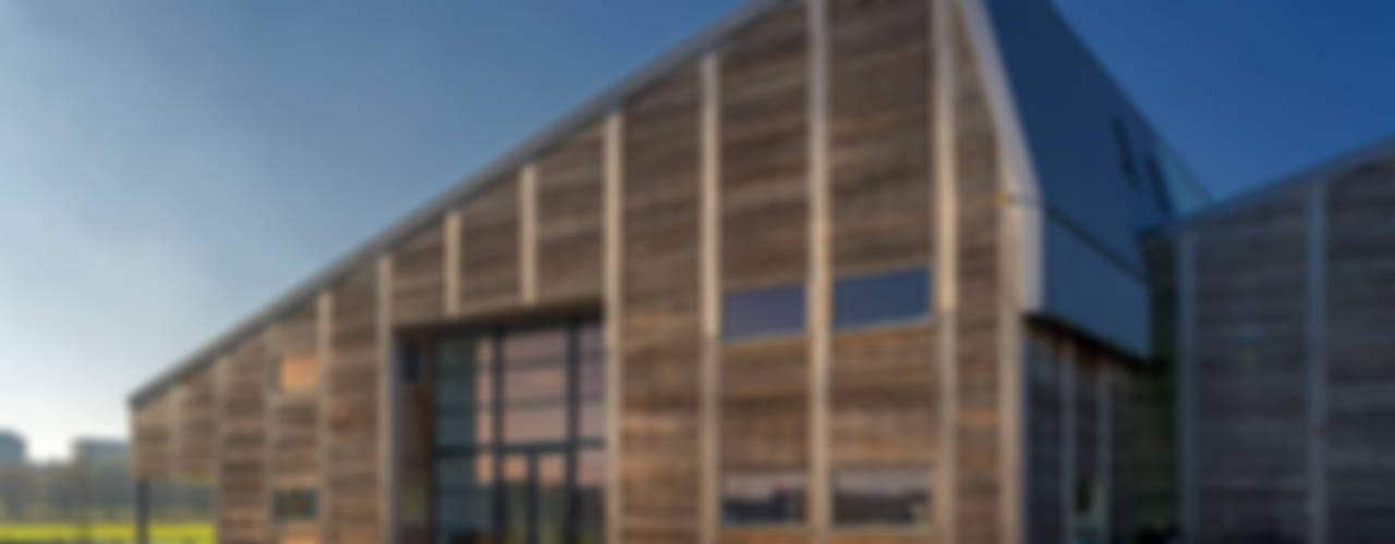 Bedrijfspand Mega Hout & Plaat te Drachten:  Kantoorgebouwen door Dorenbos Architekten bv