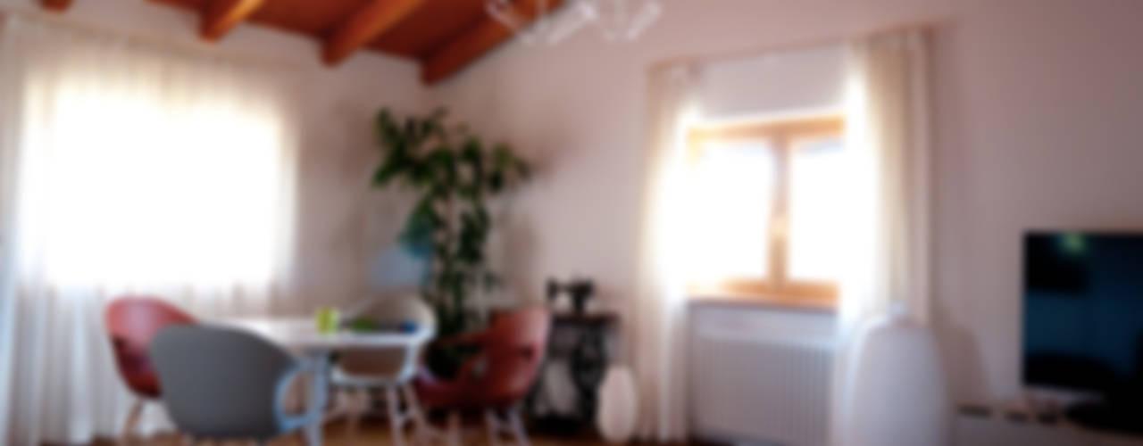 Salas de estilo moderno de Perla Arredamenti Moderno