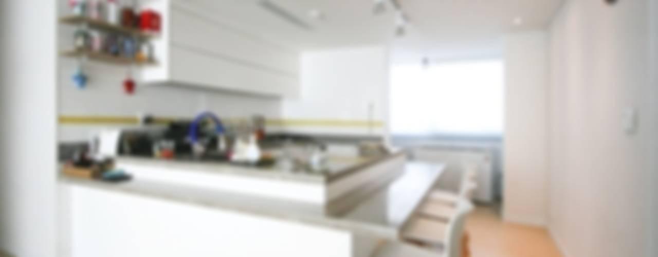 반려묘와 함께하는 신혼부부의 집 모던스타일 다이닝 룸 by 홍예디자인 모던