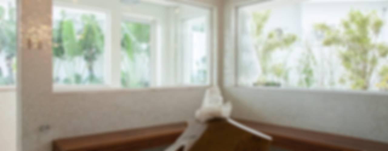 Spa moderno por Hurban Liv Arquitetura & Interiores Moderno