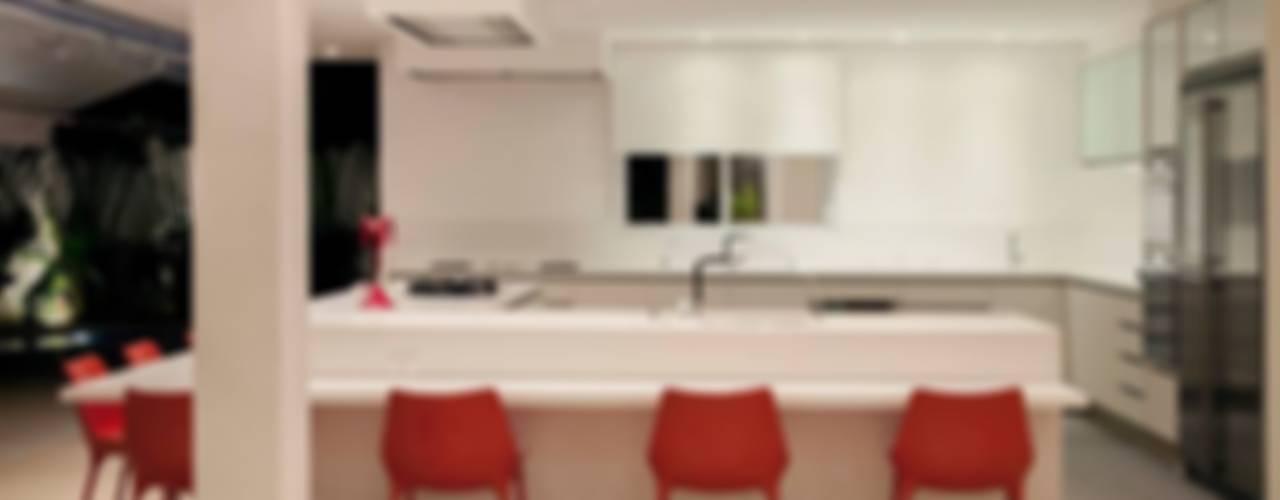 مطبخ تنفيذ Hurban Liv Arquitetura & Interiores