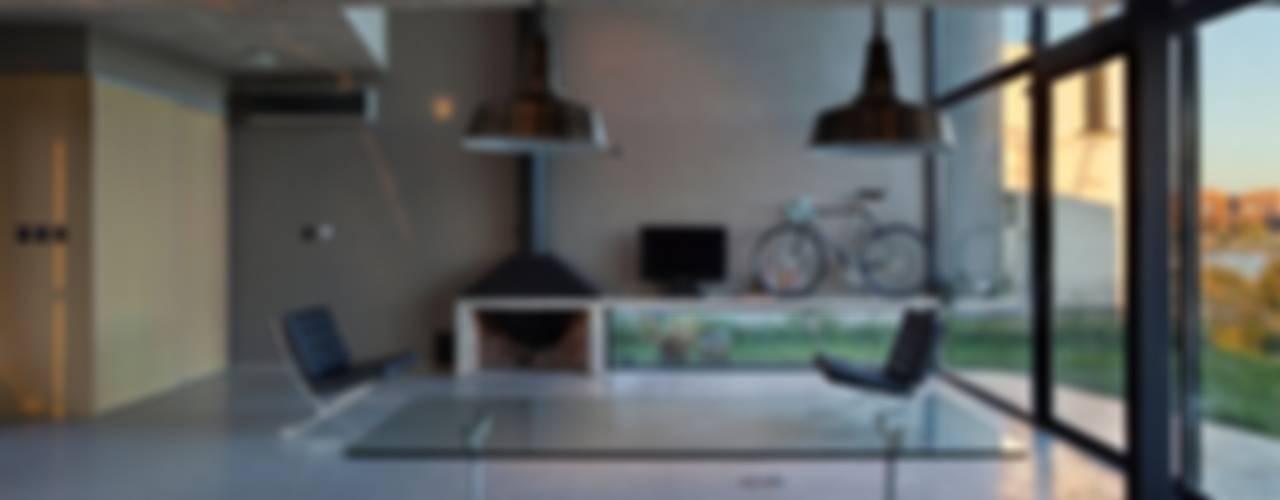 ห้องนั่งเล่น โดย Ruben Valdemarin Arquitecto, โมเดิร์น