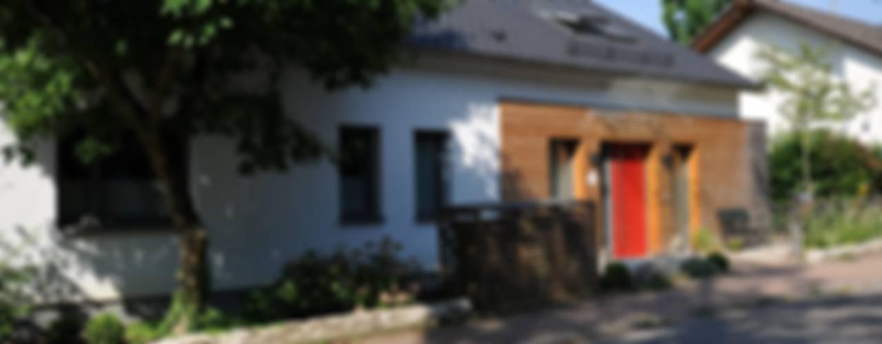 Umbau Einfamilienhaus:  Häuser von PlanWerk Nowoczyn Architekten