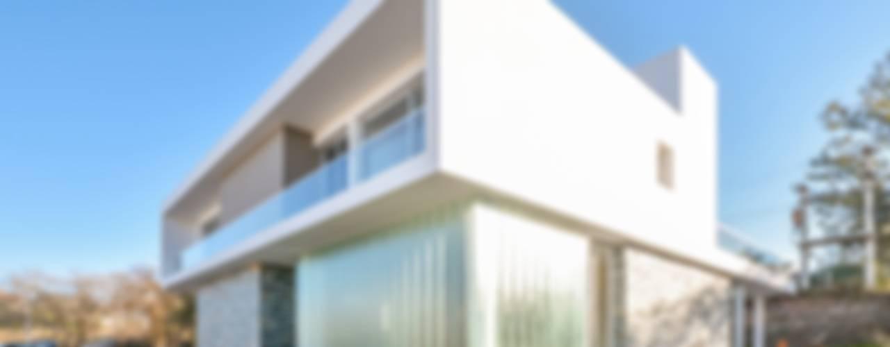 Casas Apareadas Casas modernas: Ideas, imágenes y decoración de Estudio A+3 Moderno