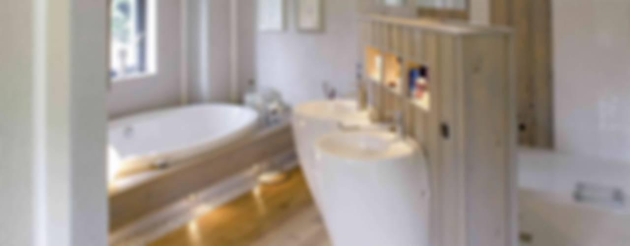Luxus Raum Moderne Badezimmer von Haacke Haus GmbH Co. KG Modern