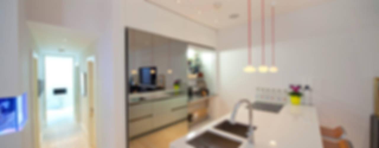 Battersea Basement & Full Refurbishment Minimalist kitchen by Gullaksen Architects Minimalist