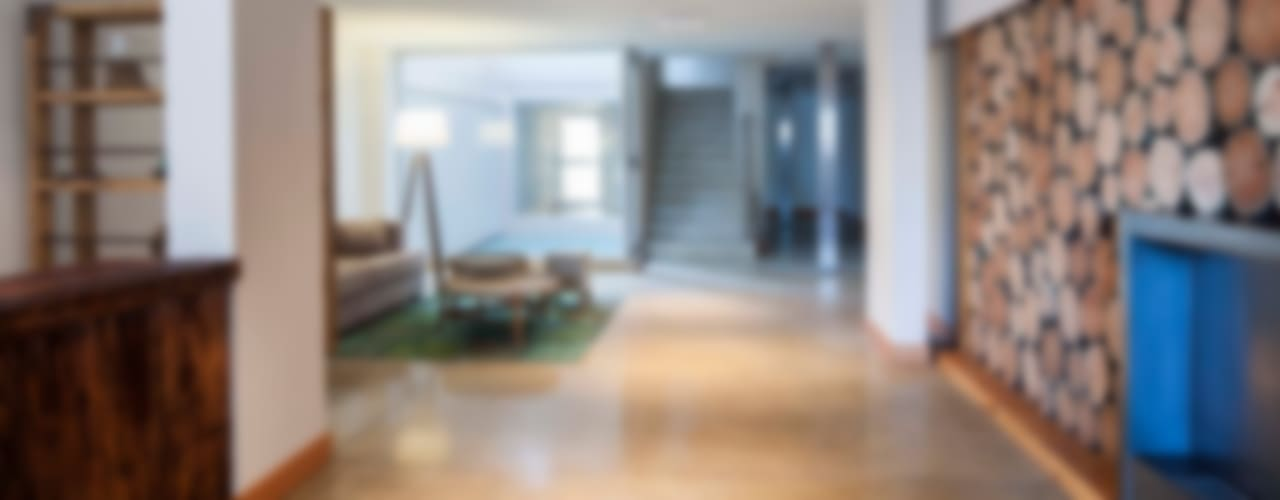 Modern corridor, hallway & stairs by LLACAY arquitectos Modern