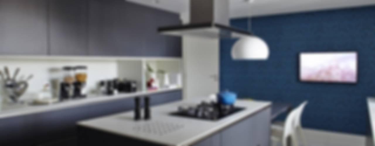 Cobertura Central Park SP: Cozinhas  por Lovisaro Arquitetura e Design