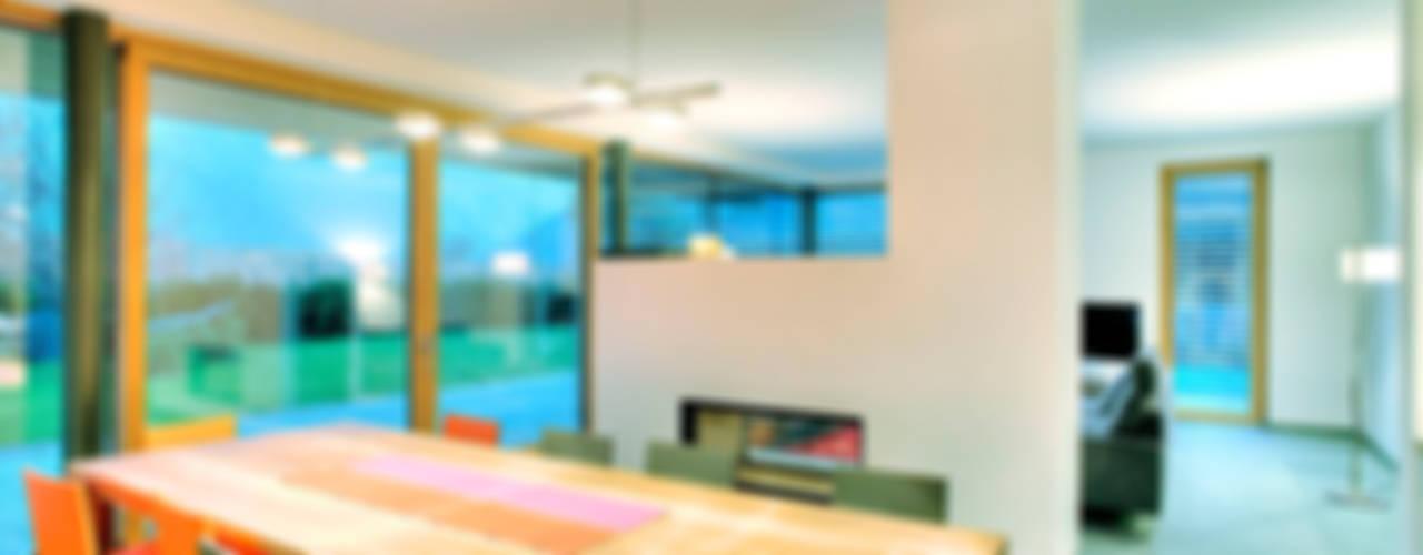 Sala da pranzo moderna di pedit&partner architekten Moderno