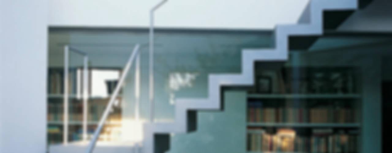Penthouse con patio: Ingresso & Corridoio in stile  di 8&A Architetti