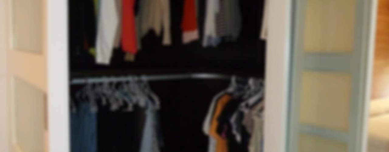Closets de estilo  por ERRASTI