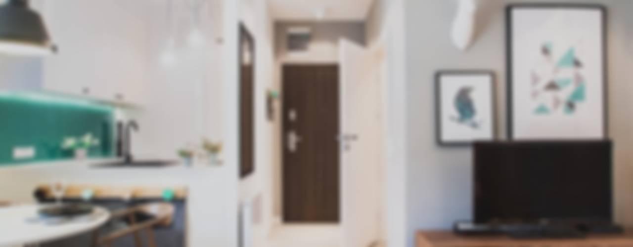 Pasillos, vestíbulos y escaleras de estilo moderno de Raca Architekci Moderno
