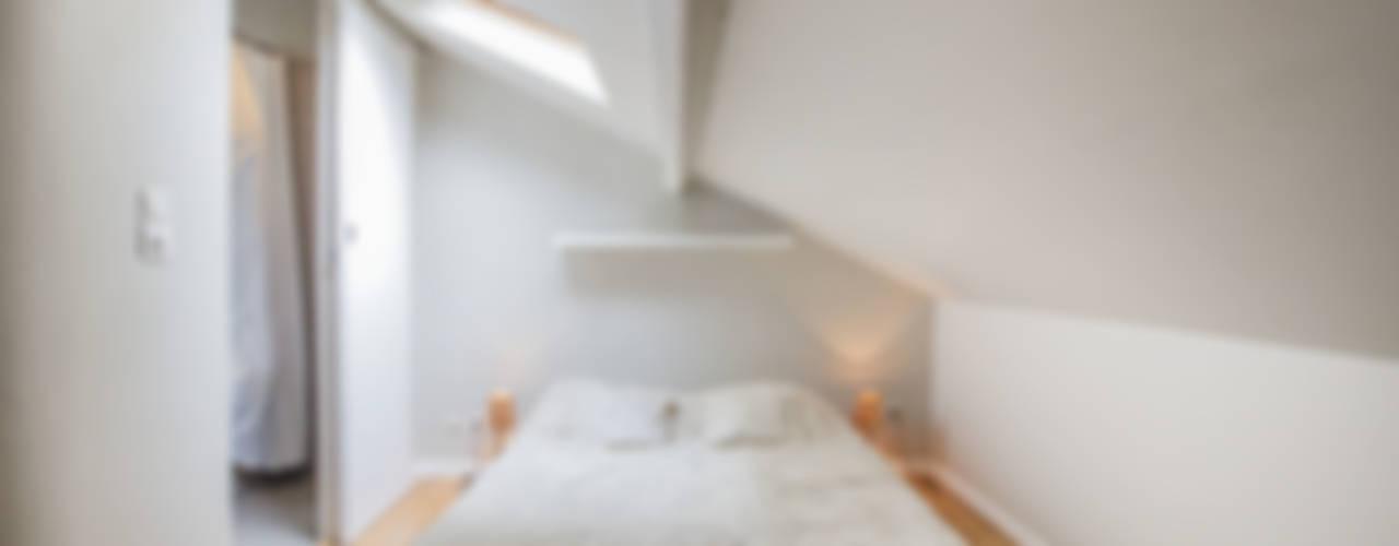Camera da letto moderna di cristina velani Moderno