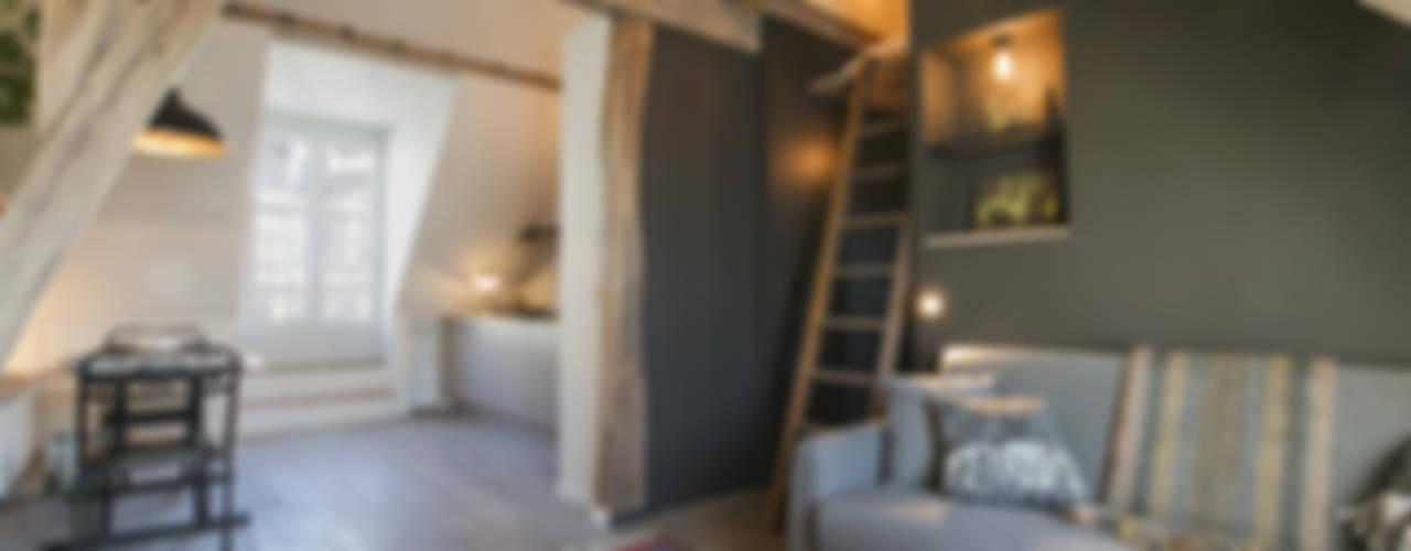 Pasillos, vestíbulos y escaleras de estilo escandinavo de cristina velani Escandinavo