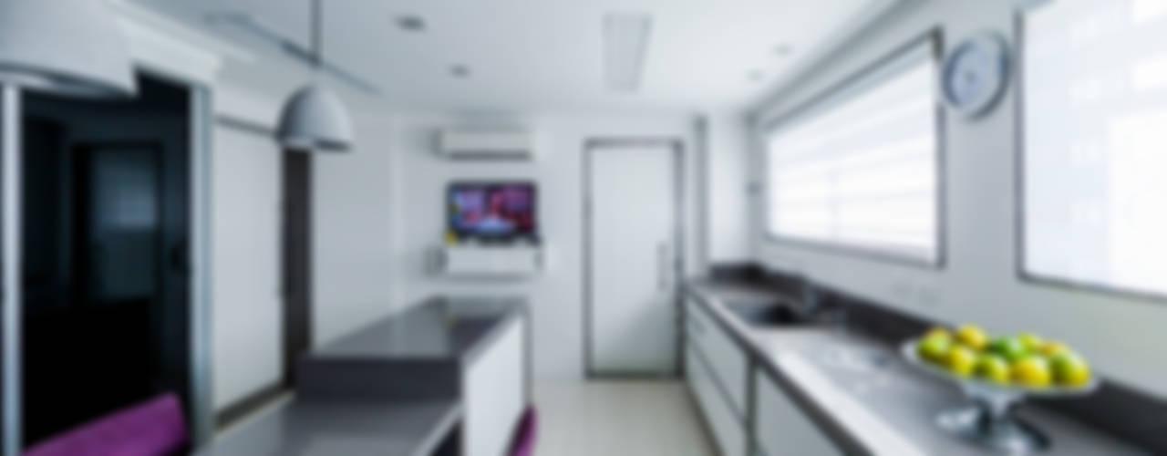 Apartamento na Mooca: Cozinhas  por Enzo Sobocinski Arquitetura & Interiores