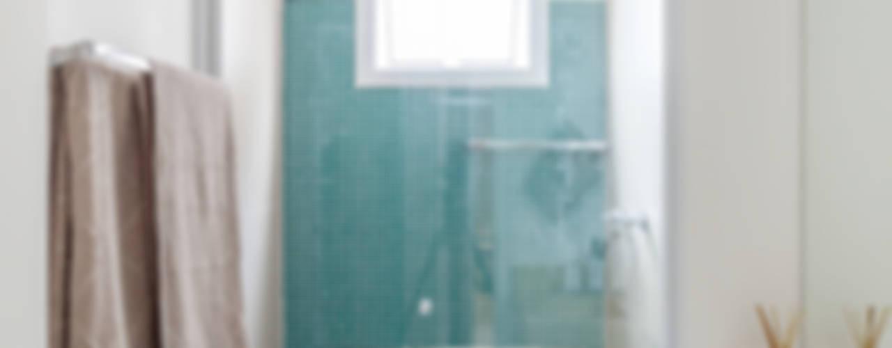 Bathroom by MARCY RICCIARDI ARQUITETURA & INTERIORES,