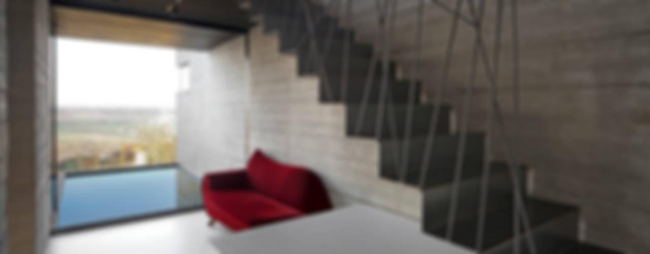 Ingresso, Corridoio & Scale in stile minimalista di ar-quo Minimalista