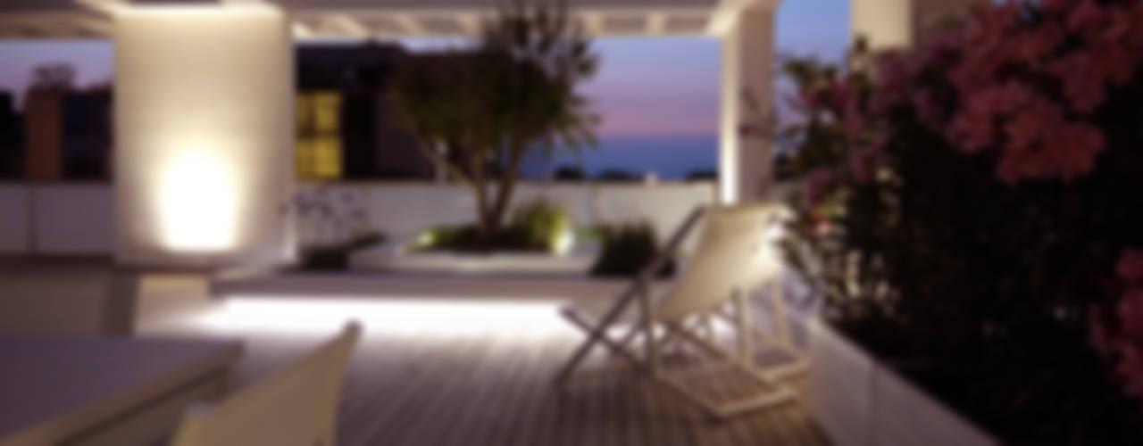 ESTERNIDAUTORE Balkon, Beranda & Teras Minimalis
