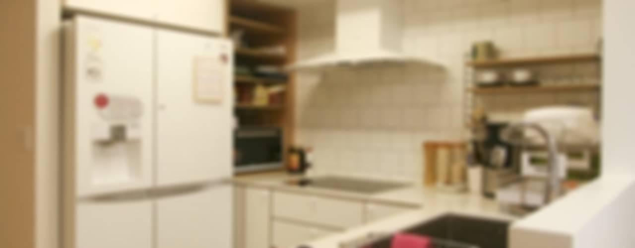 아늑한 느낌의 신혼집 인테리어: 홍예디자인의  주방,모던