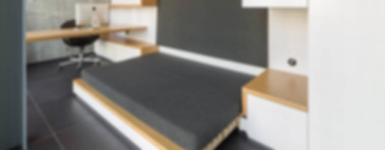 Projekty,  Domowe biuro i gabinet zaprojektowane przez dieMeisterTischler