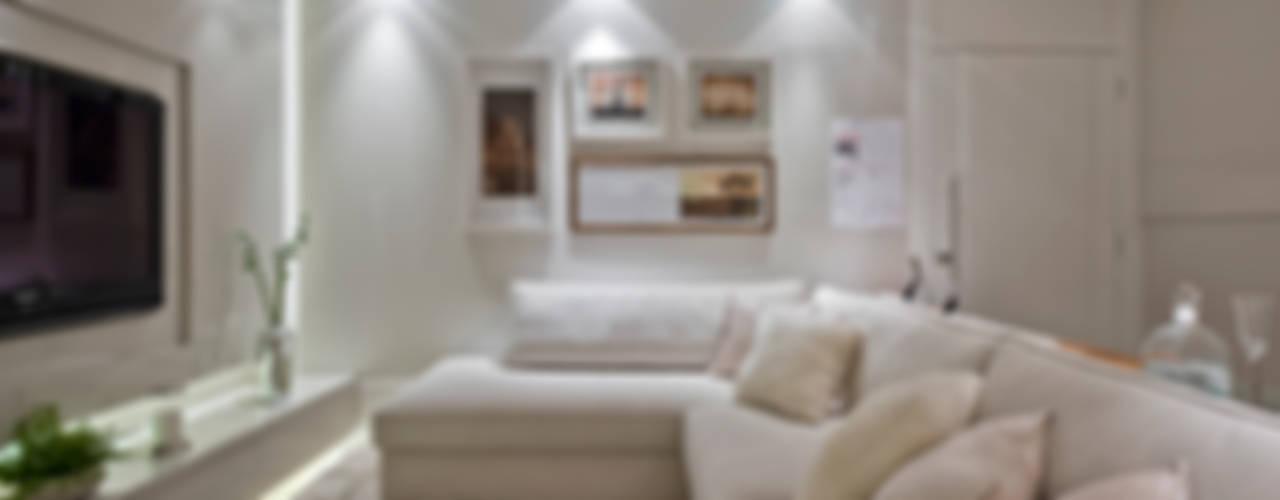 Living room by Rolim de Moura Arquitetura e Interiores
