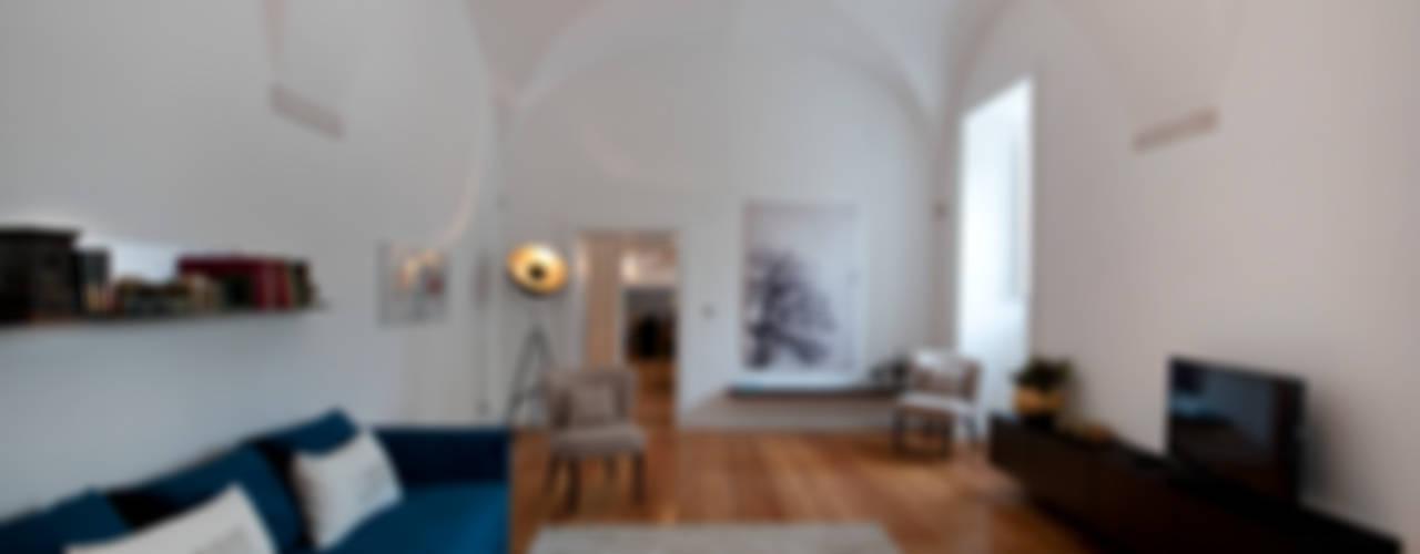 CONVENTO DOS INGLESINHOS Salas de estar ecléticas por Staging Factory Eclético